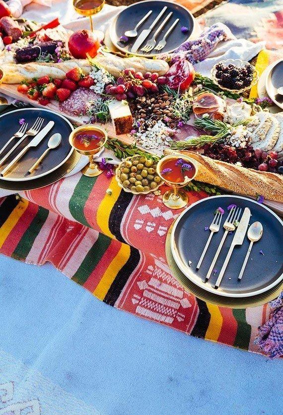 Mais detalhes da mesa com decoração boho chic.
