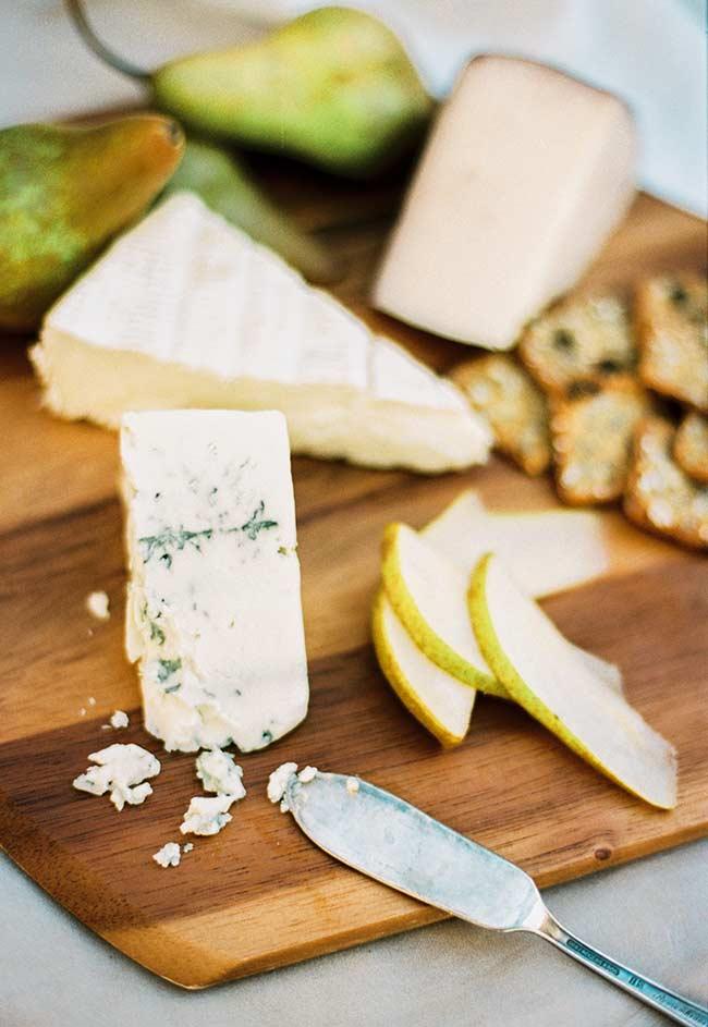 A suavidade da pera com queijos.