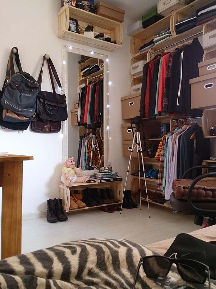 Closet moderno com caixotes