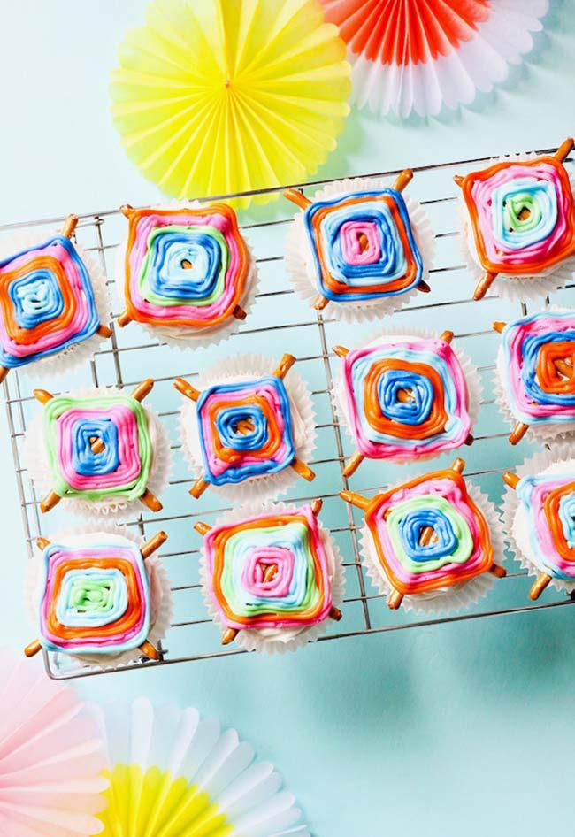 Cores nos cupcakes para a festa cigana