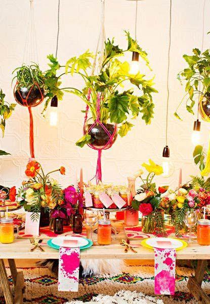 Elementos naturais e super coloridos para festa cigana
