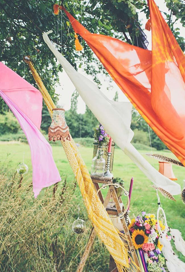 Tecidos pendurados para a festa cigana
