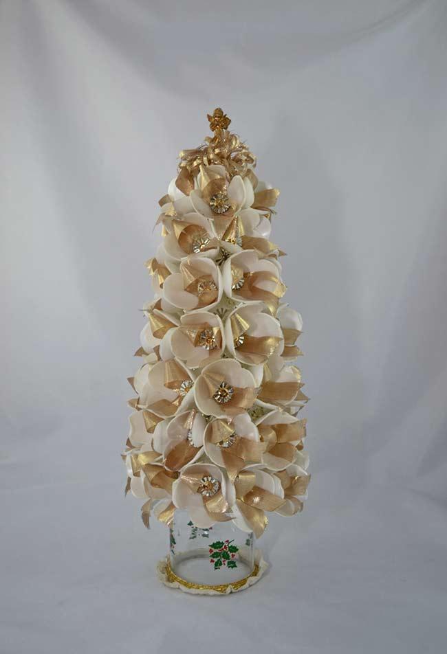 Caixinhas de ovos de isopor para fazer uma belíssima árvore de Natal