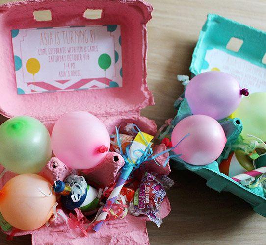 Um convite divertido feito com caixa de ovo