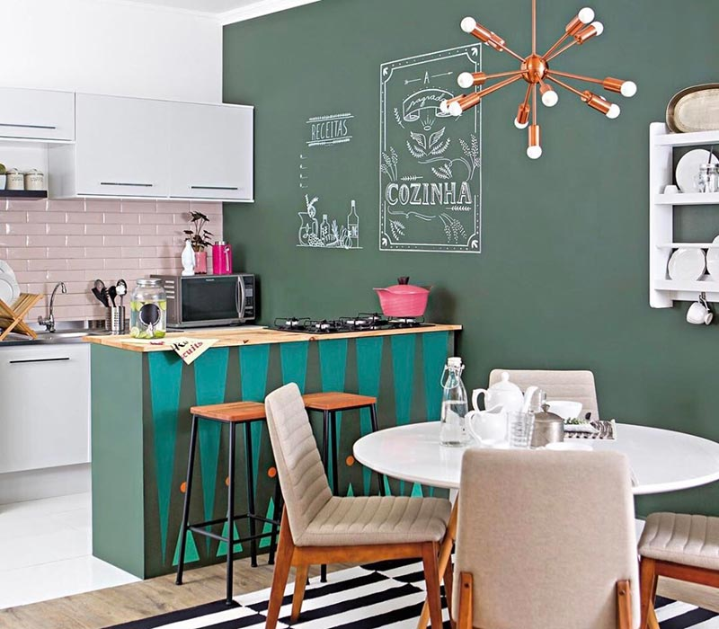 Incremente a decoração com uma parede com tinta de lousa
