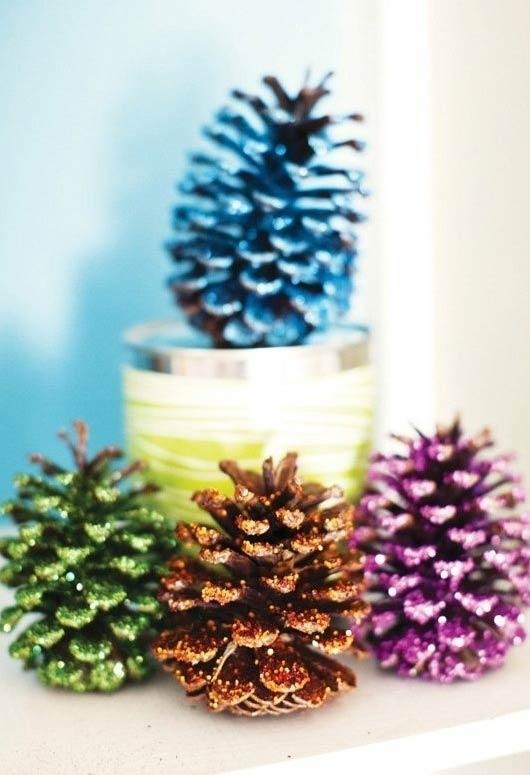 Pinhas coloridas para decorar a casa.