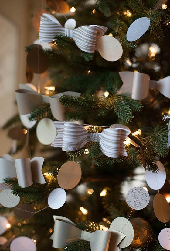 Laços de papel estampado para colocar na árvore