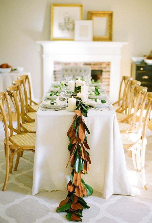 Corrente de folhas para decorar a mesa de Natal