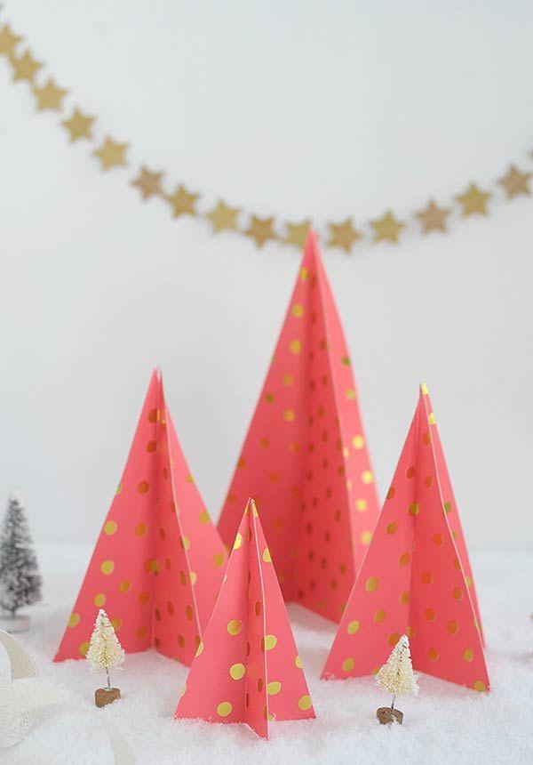 Use um molde para fazer uma árvore de Natal artesanal