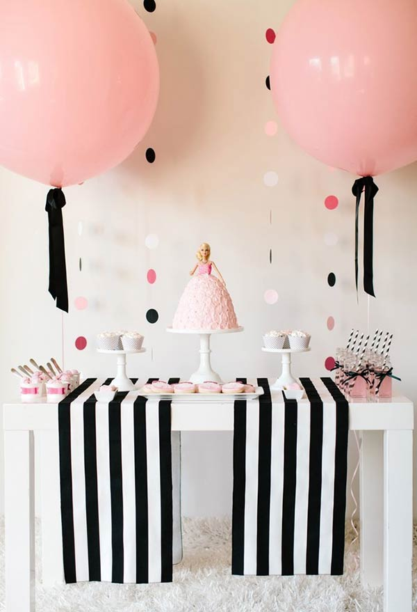 Decoração da Barbie com rosa, preto e branco