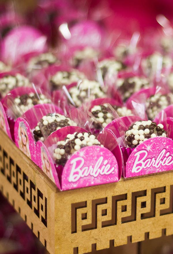 Embalagem da Barbie para brigadeiros