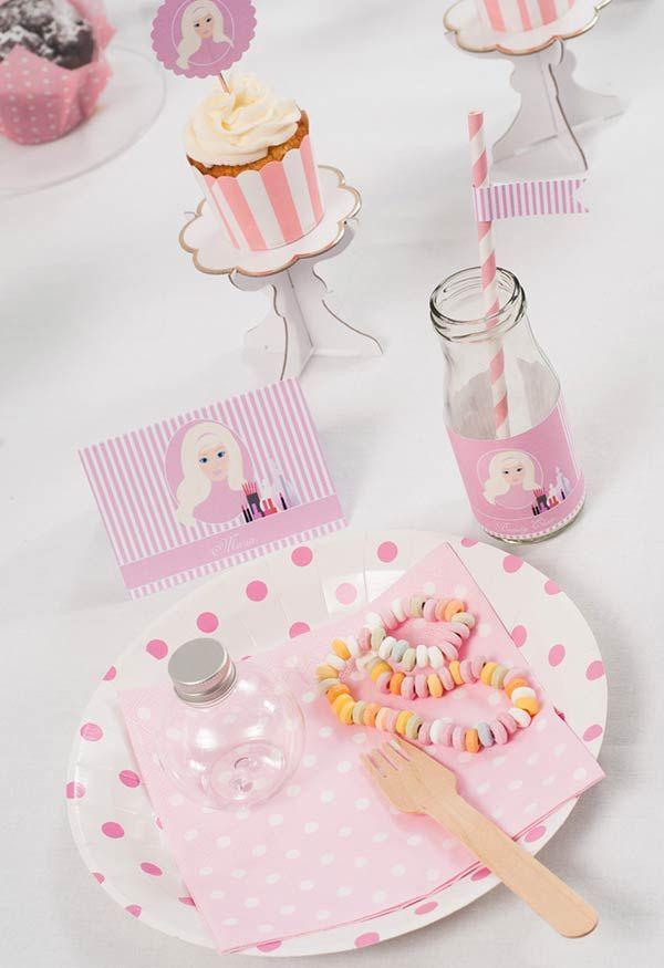 Decoração da mesa para festa da Barbie