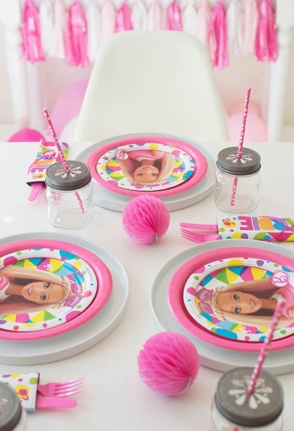 Varios tipos de decoração para a mesa da festa