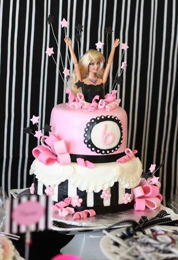 Bolo para festa da Barbie surpresa