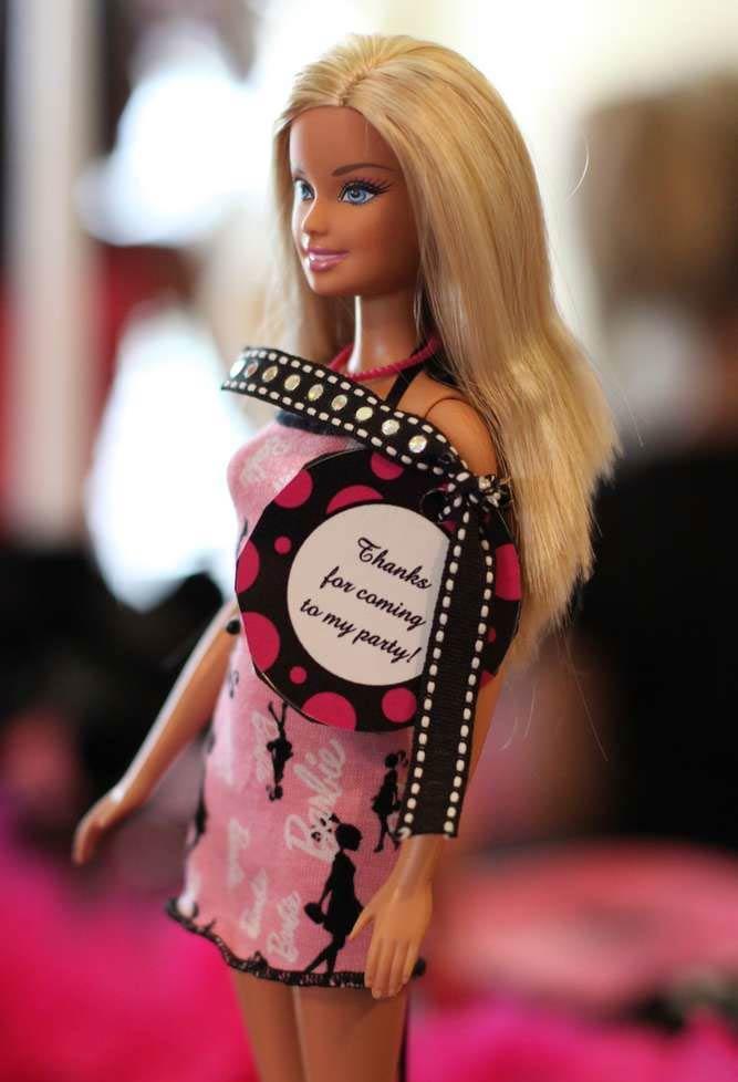 Uma Barbie para continuar brincando em casa.