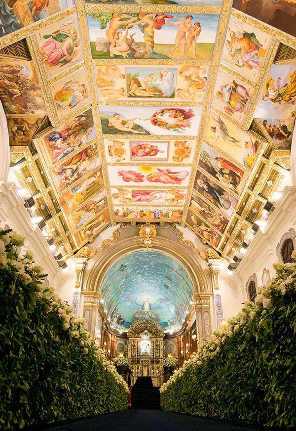 Decoração luxuosa de igreja para casamento