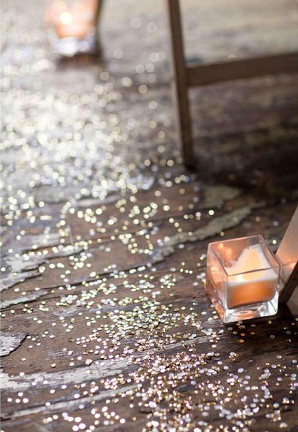 Glitter e velinhas espalhadas