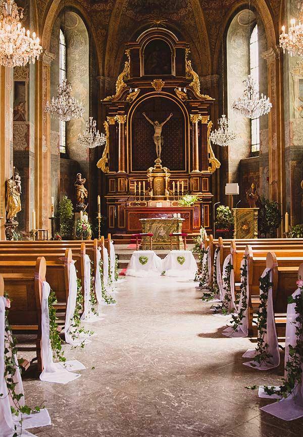 Decoração com tule imitando o véu da noiva