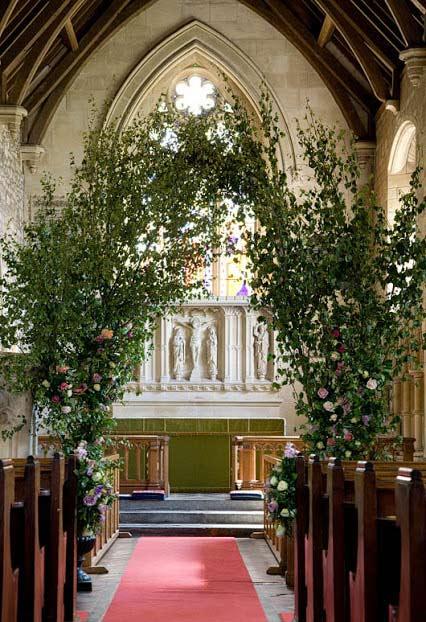 Arco natural na decoração da igreja