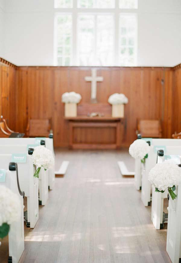 Decorando uma igreja pequena com poucos elementos