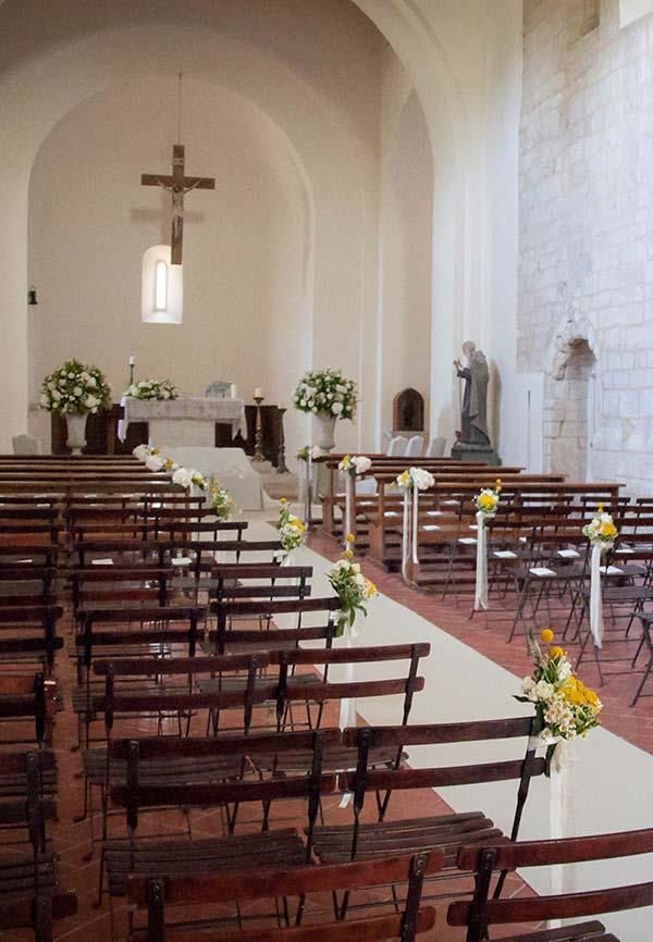 Decoração de igreja pequena para casamento