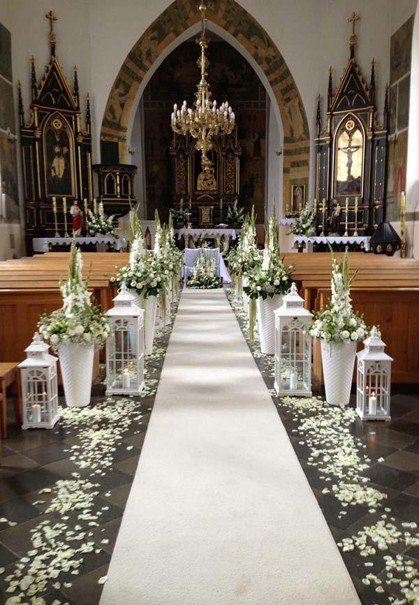 Acompanhe as linhas da arquitetura na decoração da igreja