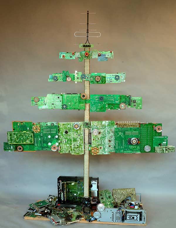 Monte uma árvore criativa e original reciclando placas e microchips