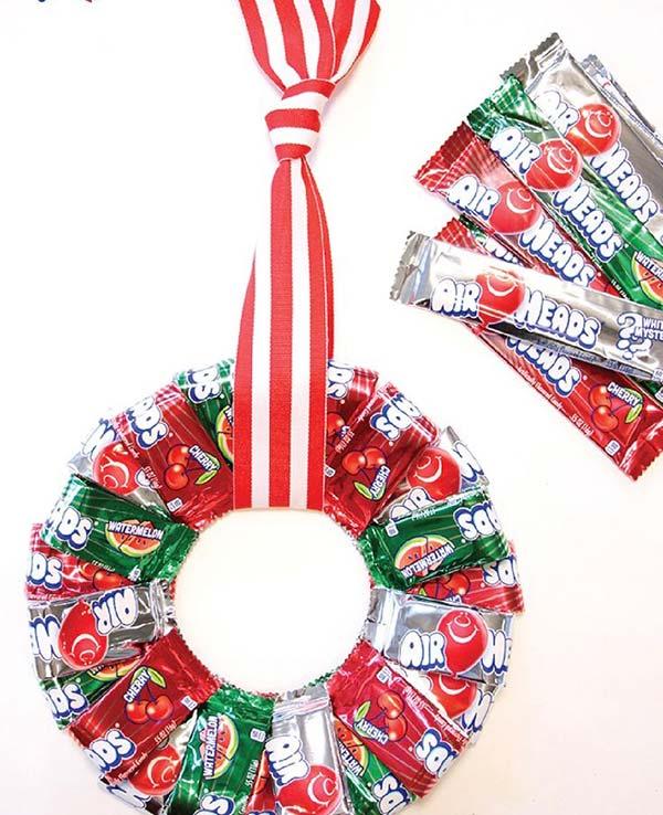 Enfeite de Natal reciclado com papel de bala