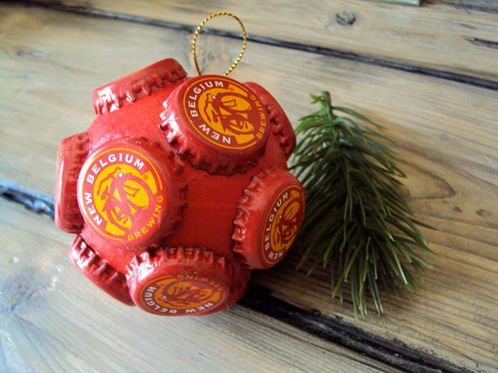 Tampinhas de garrafa para a bola natalina