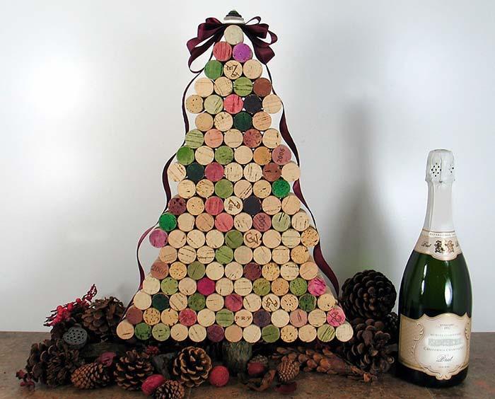 Rolhas de vinho para montar uma árvore de Natal reciclada