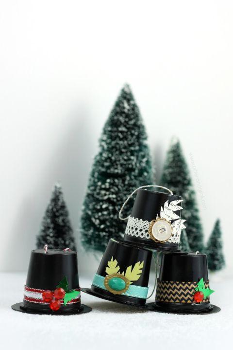 Enfeite natalino com copinhos de café