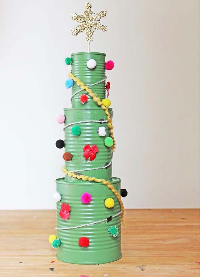 Pinte as latas para dar um novo visual para o enfeite natalino