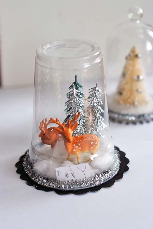 Cenário de Natal com copos recicláveis