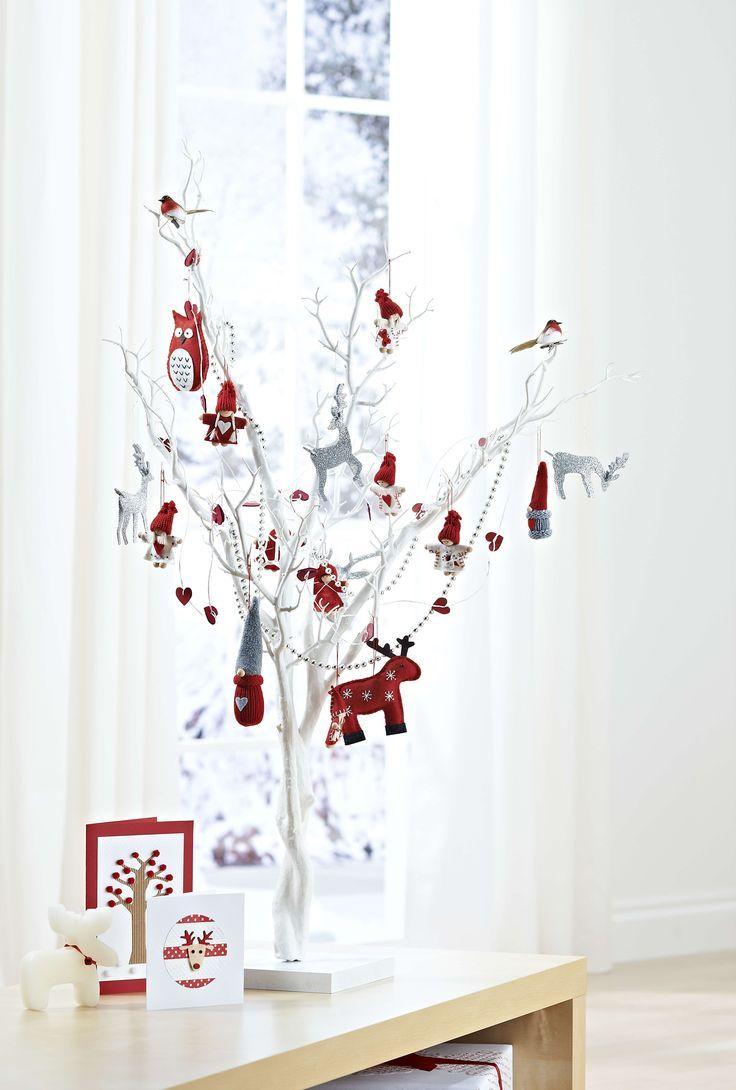 Árvore de Natal branca com galhos rústicos