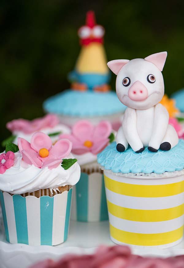 Cupcakes com personagens feitos de pasta americana