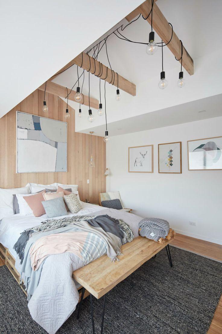 Projeto de quarto de hóspedes com ampla iluminação