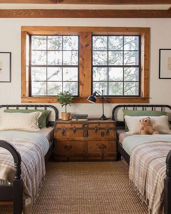 Um criado-mudo para duas camas