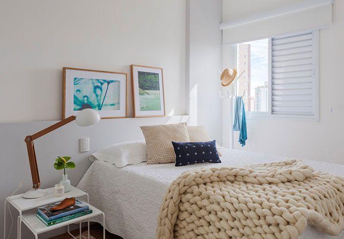 Deixe uma colcha mais grossa na extremidade da cama