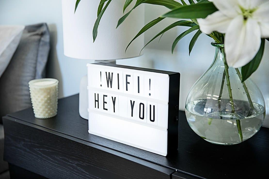 Plaquinha com senha do Wifi