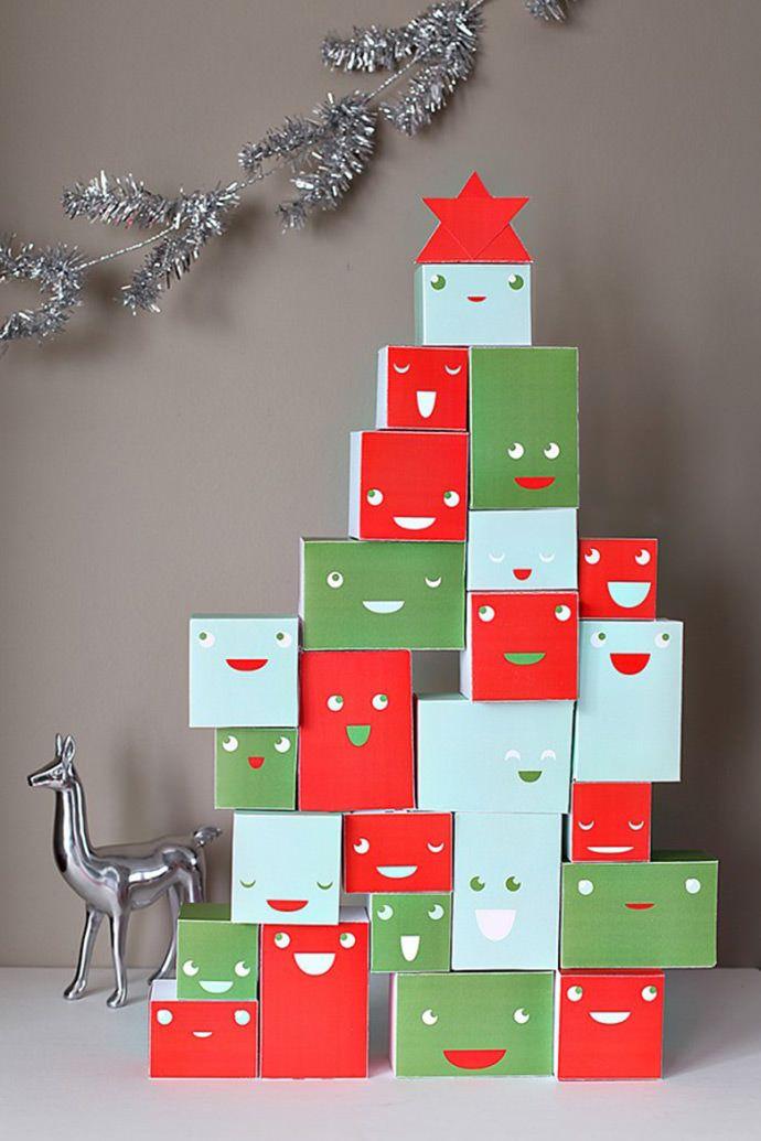 Presentes empilhados em forma de árvore