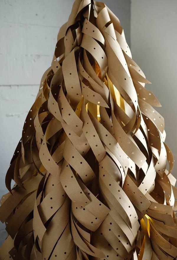 Árvore de Natal grande com papel craft
