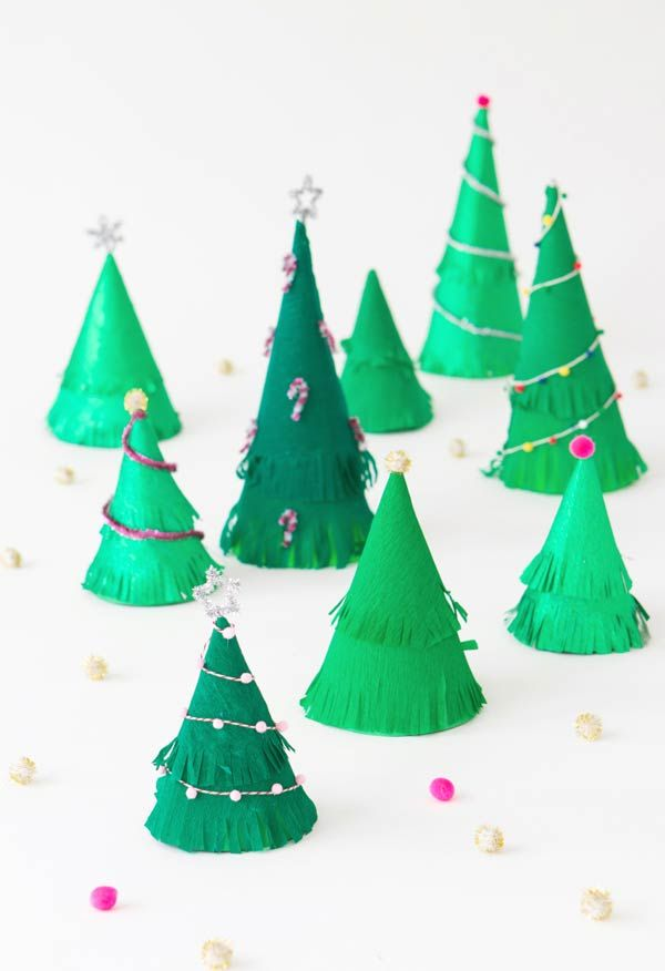 Árvores em cones de papel