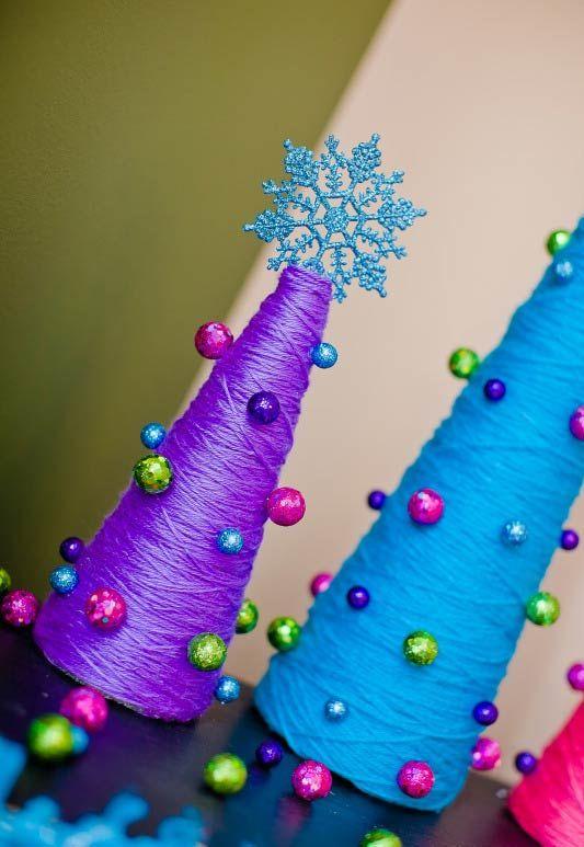 Cones de linhas coloridas