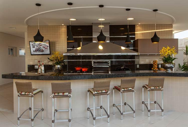 Área com churrasqueira e fogão juntos