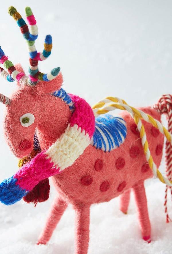 Uma rena muito colorida e divertida