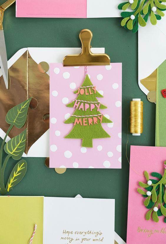 Pinheirinho de feltro para fazer um cartão de Natal