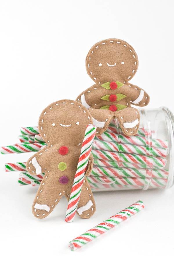 Gingerbread distribuindo doces para as crianças