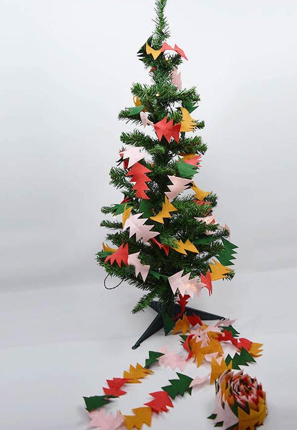 Pinheiro garland para enrolar na árvore