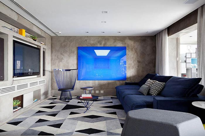 A imagem da tela proporciona uma brincadeira com o fundo da parede