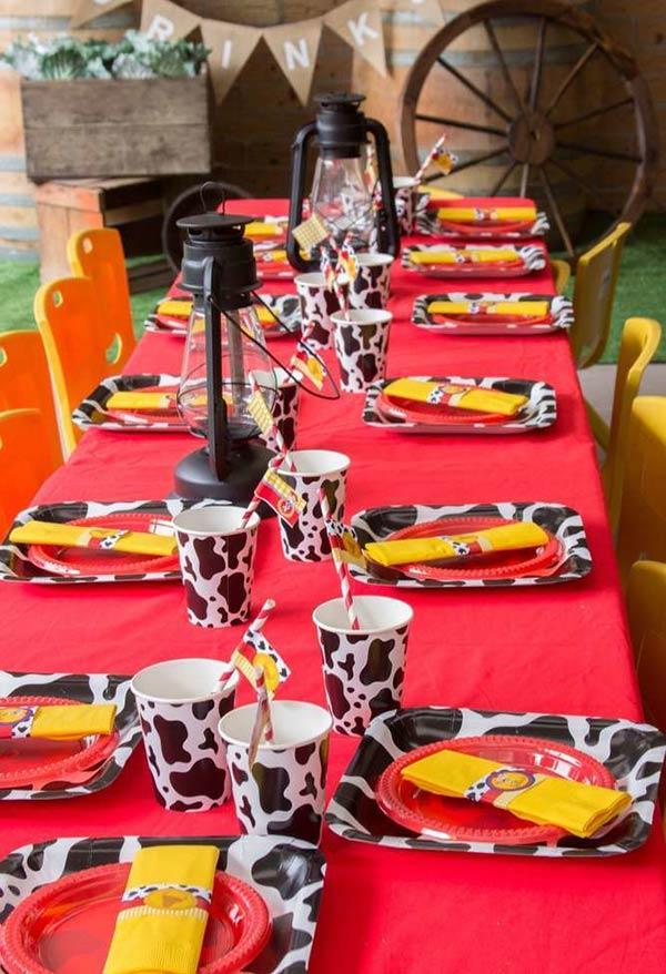 Festa toda baseada no rancho do cowboy woody